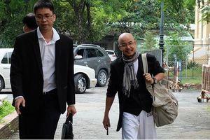 Ông Đặng Lê Nguyên Vũ 'thoải mái' khi đến tòa hòa giải ly hôn