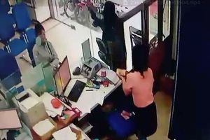 Camera ghi cảnh vụ cướp ở ngân hàng trong hơn 2 phút