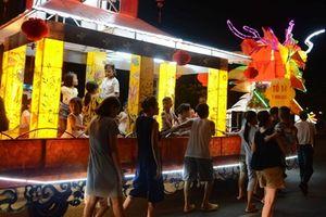 Sống động những mô hình đèn lồng khổng lồ chờ ngày khai hội Thành Tuyên