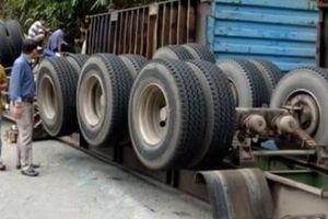 Xe tải lại đâm vách núi trên đèo Bảo Lộc, tài xế kẹt trong cabin
