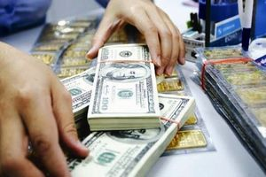 Giá vàng và USD giảm mạnh