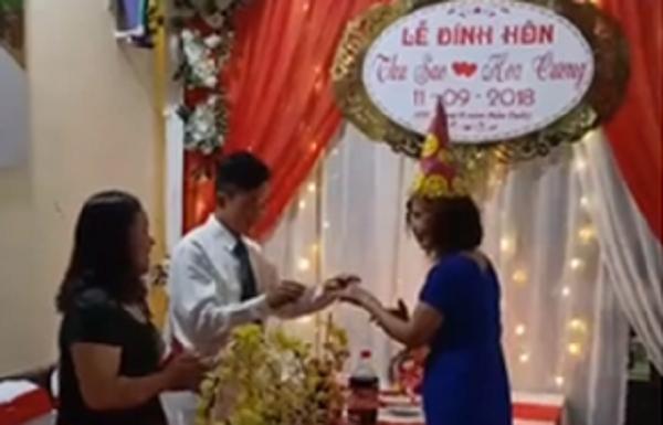 Clip: Cặp đôi cô dâu 61, chú rể 26 tuổi ở Cao Bằng chính thức đính hôn