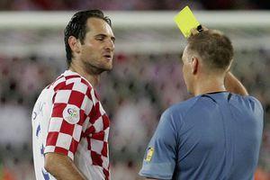 Trọng tài V.League 'quên' rút thẻ: Đến người bắt World Cup còn mắc lỗi