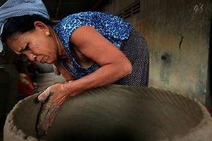 Những người phụ nữ giữ gìn mạch sống của các làng nghề
