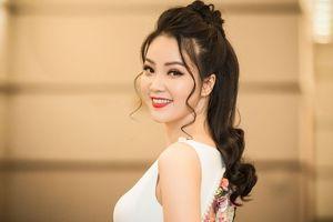 Á hậu Thụy Vân: 'Một số cô gái trẻ đang lấy danh hiệu để mua bán'