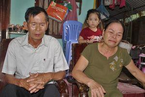 Người vợ bật khóc khi chồng liệt sĩ trở về sau 30 năm