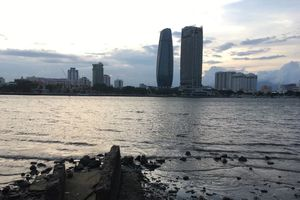 Tá ha phát hin thi th nam thanh niên ni trên sông Hàn