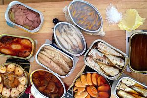 Những thực phẩm bạn nên tích trữ trong nhà để tránh bão Mangkhut