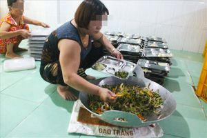 Yêu cầu một cơ sở cung cấp hàng trăm suất ăn mỗi ngày ngưng ngay hoạt động