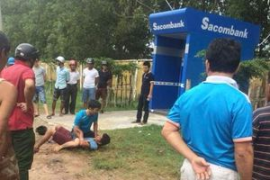 Bị 'nuốt thẻ', thanh niên đập máy ATM
