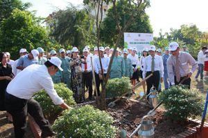 Toyota Việt Nam tiếp tục 'chung tay xanh hóa học đường'