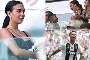 Bạn gái gợi cảm trên khán đài tiếp lửa Ronaldo