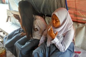 Indonesia: Trẻ em hút thuốc lá trở thành vấn nạn
