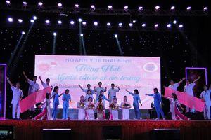 400 CNVCLĐ dự hội diễn 'Tiếng hát người chiến sĩ áo trắng'