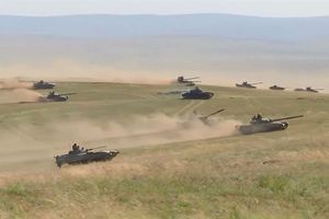 Hàng trăm xe tăng Nga-Trung ầm ầm vượt sông diệt địch