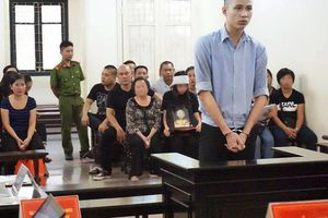 Nam sinh viên sát hại người tình hơn 15 tuổi sau khi ân ái bật khóc tại tòa