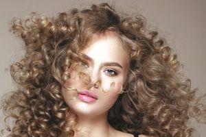 Xinh đẹp với tóc xoăn
