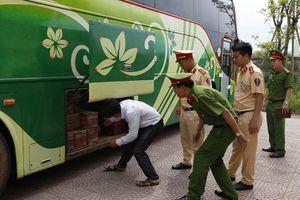 Hà Tĩnh: Bắt giữ ô tô vận chuyển gần 5 tấn gỗ thuộc nhóm 2A không giấy tờ hợp lệ