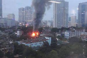 Hà Nội: Nhiều ngôi nhà trên đường Đê La Thành bị 'bà hỏa' thiêu rụi
