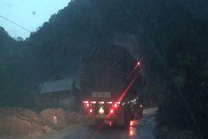 Sơn La: Sạt sụt sau mưa lũ, quốc lộ 4G 'gồng mình' gánh xe trọng tải lớn