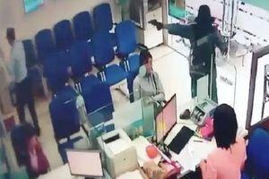 Đã bắt đối tượng dùng súng cướp ngân hàng gần 1 tỷ đồng ở Tiền Giang