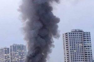 Xảy ra cháy lớn cạnh Bệnh viện Nhi Trung ương