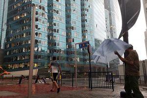 Bão Mangkhut đổ bộ Hong Kong: Nhà cao tầng rung lắc như có động đất