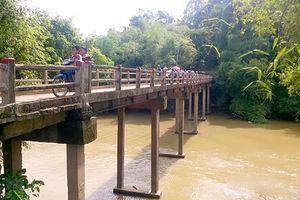 Cô gái 17 tui bt ng nhy xung sông khi i chi cùng nhóm bn