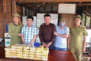 Bắt 2 đối tượng vận chuyển 200.000 viên ma túy từ nước ngoài vào Việt Nam
