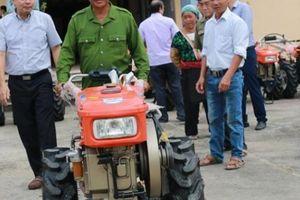 Điện Biên: Tặng 15 máy nông nghiệp cho nông dân, HTX vùng thiên tai