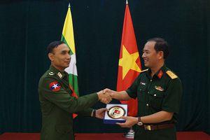 Sĩ quan trẻ Việt Nam - Myanmar tăng cường hợp tác