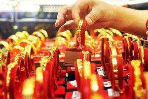 Vàng trong nước tăng giá cùng chiều thế giới