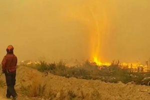 Clip: Vòi rồng lửa ở Canada nuốt trọn vòi cứu hỏa