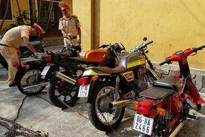 Truy nguồn gốc nhiều xe máy không giấy tờ trên đường vào Nam