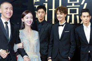 Thảm đỏ 'Tencent Films': Nhiếp Viễn tình tứ khoác tay, cầm váy Ngô Cẩn Ngôn - F4 của 'Tân vườn sao băng' đẹp rạng ngời