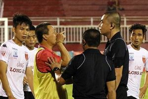 Bóng đá Việt Nam bị bệnh gì, sao mãi rút 'dây kinh nghiệm'?