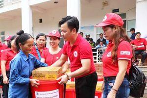 Hội Chữ thập đỏ TP Hà Nội hỗ trợ người dân vùng lũ Mường Lát