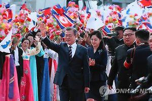 Hình ảnh đầu tiên lễ đón long trọng Tổng thống Hàn Quốc thăm Triều Tiên