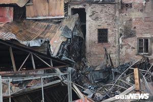 Cận cảnh hoang tàn dãy nhà gần Bệnh viện Nhi Trung ương bị thiêu rụi sau hỏa hoạn
