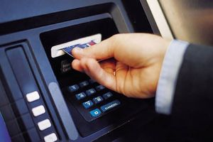 Chủ thẻ phụ từ dưới 15 tuổi có được sử dụng thẻ để rút tiền mặt?