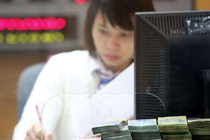 Ngân hàng tự xoay xở kiếm lãi khi room tín dụng hạn hẹp