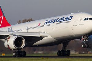 Romania: Máy bay hạ cánh khẩn cấp do hành khách có triệu chứng thương hàn