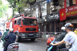 Lửa lại bùng phát ở hiện trường vụ cháy trên đường Đê La Thành
