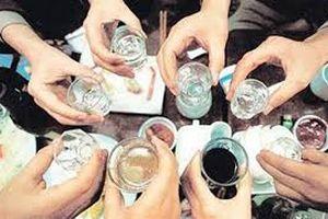 Chồng chết, vợ ngộ độc nghi do uống rượu ngâm lá thuốc