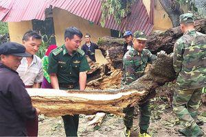 Đồn Biên phòng Đồng Văn giúp dân khắc phục hậu quả sau bão số 6