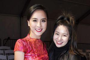 Á hậu Thiên Lý chúc mừng NTK Phương My tại Vancouver Fashion Week
