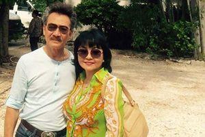 Vợ chồng danh ca Hương Lan cùng về nước cúng Tổ