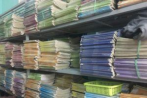 Giờ đây, nhiều thư viện trong nhà trường tủ sách dùng chung đã mốc meo