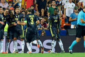 Ronaldo bị thẻ đỏ, Juventus vẫn hạ đẹp Valencia