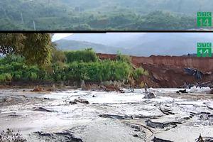Nạo vét bùn thải từ sự cố vỡ đập bãi thải ở Lào Cai